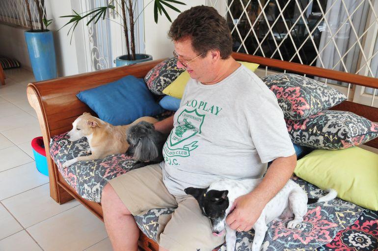 Marcio Oliveira - João Carlos preza pelo bem-estar de seus três cachorros