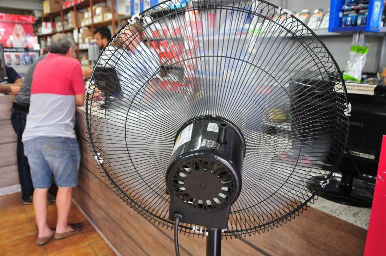 Marcio Oliveira - Ventiladores gastam menos energia elétrica do que os ares-condicionados