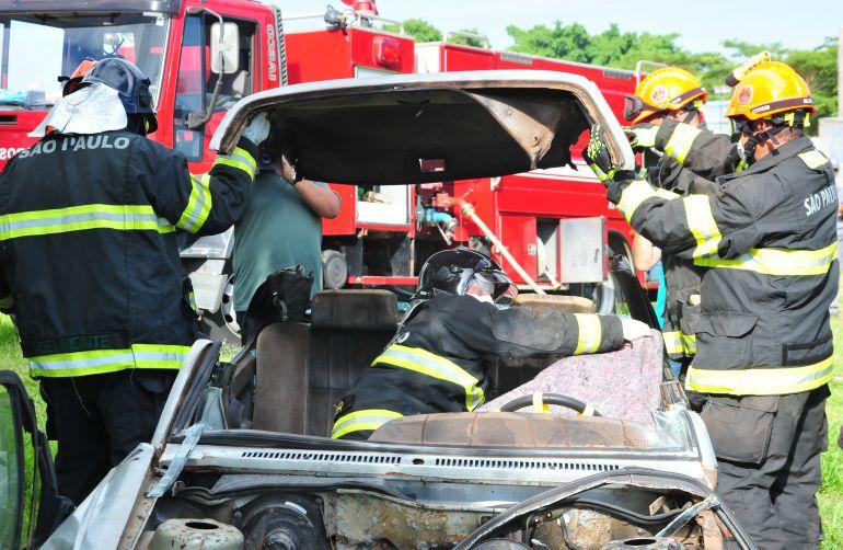 Marcio Oliveira - Simulação de acidente de trânsito com vítima ocorreu em área próxima à Avenida Bertasso
