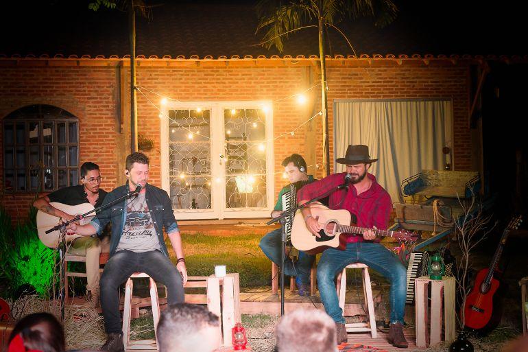 """Rique Galiani e Sidnei Guri unem suas experiências musicais em """"Nosso Chão"""""""