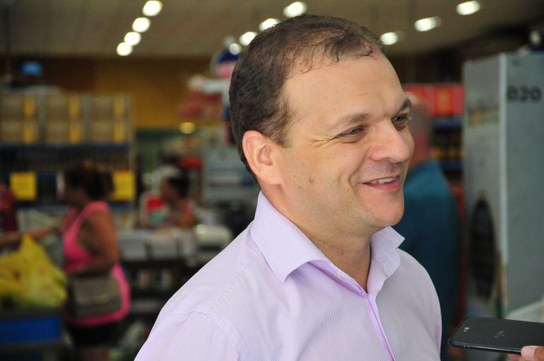 Marcio Oliveira - Júlio explica que produtos locais representam 10% das vendas