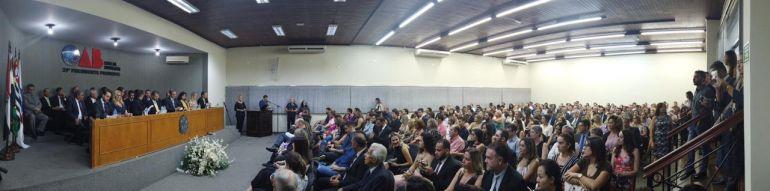 Auditório da OAB, repleto, durante a cerimônia da noite da última quinta-feira