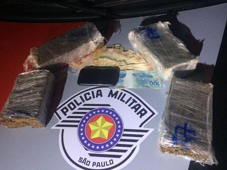 Polícia Militar - Parte dos entorpecentes foi dispensada durante fuga