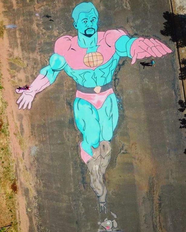 Cedida/Itamar Xavier:Herói Capitão Planeta, que foi ao ar pela primeira vez em setembro de 1990, foi reproduzido com os pés sujos de lama