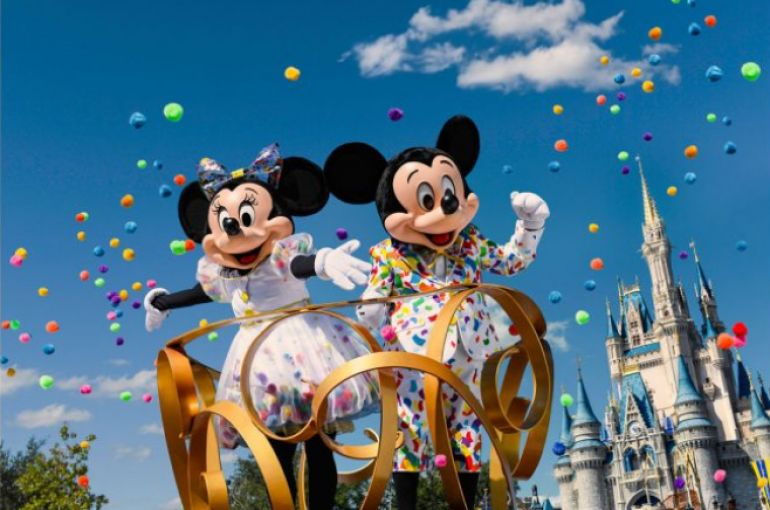 Mickey & Minnie's Surprise Celebration: celebração que honra esses dois personagens originais, Mickey Mouse e Minnie Mouse, Magic Kingdom