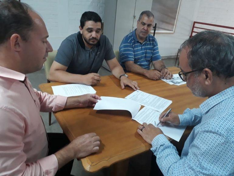 Cedida/Secult:Momento da assinatura do convênio entre a Secull e Centro de Integração Empresa-Escola