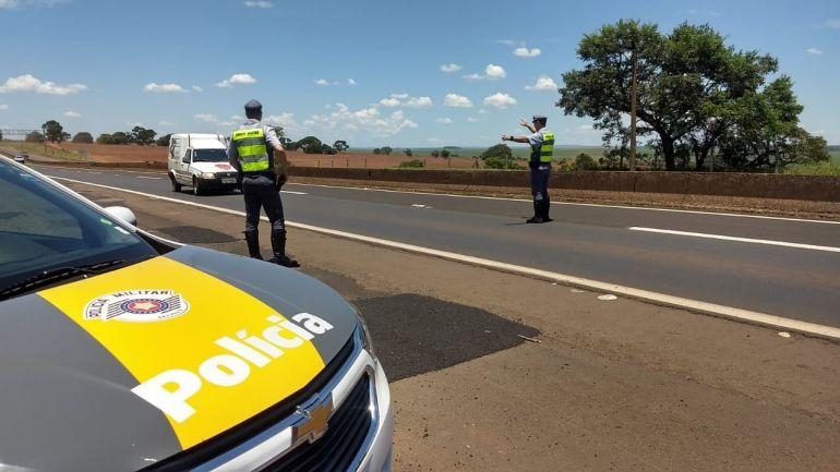 Polícia Militar Rodoviária - Durante operação, condutores são abordados em pontos da rodovia