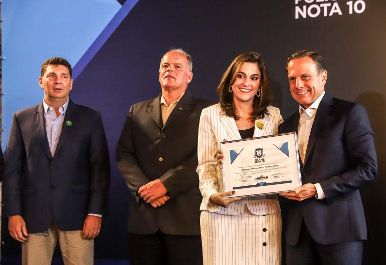 AI do governo de SP - Delegada Adriana Pavarina recebeu certificadodo governador João Doria