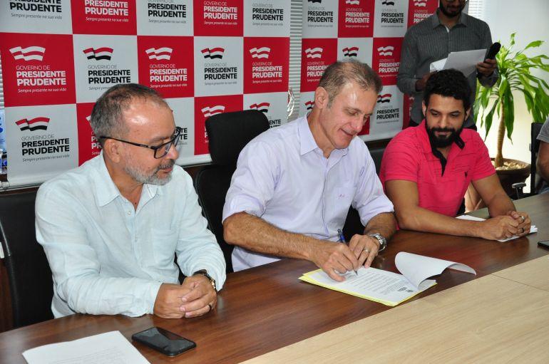 José Reis:Assinatura do decreto que institui o de Cameratas de Cordas Brasileiras ocorreu ontem