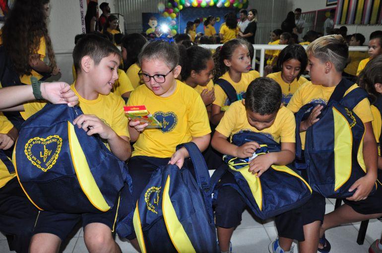 José Reis:Kits escolares foram entregues na manhã de ontem a 220 alunos da Legião da Boa Vontade, de Presidente Prudente