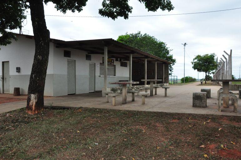 José Reis - Banheiros destinados para uso da comunidade são mantidos fechados em Eneida
